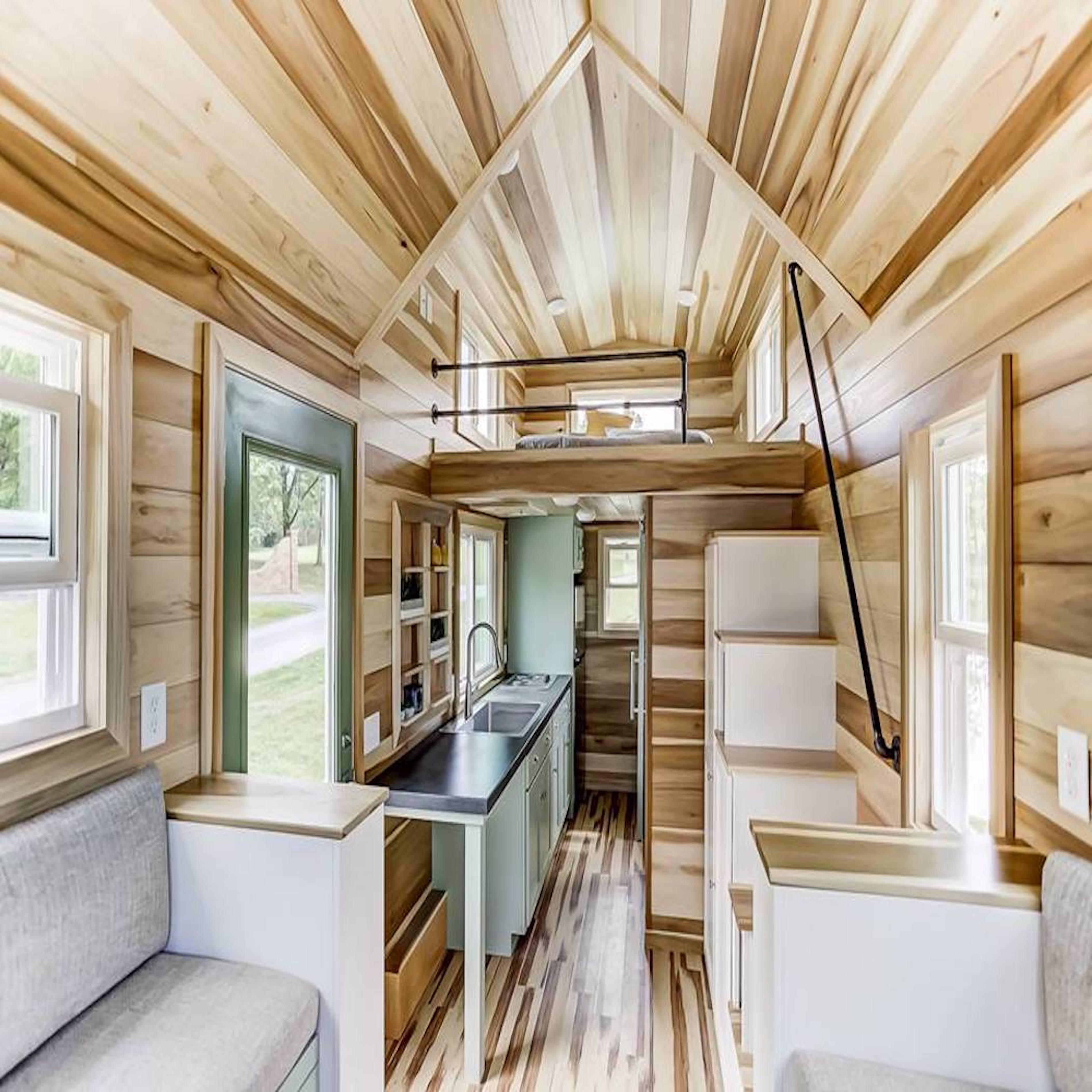 Intérieur d'une tiny house en bois