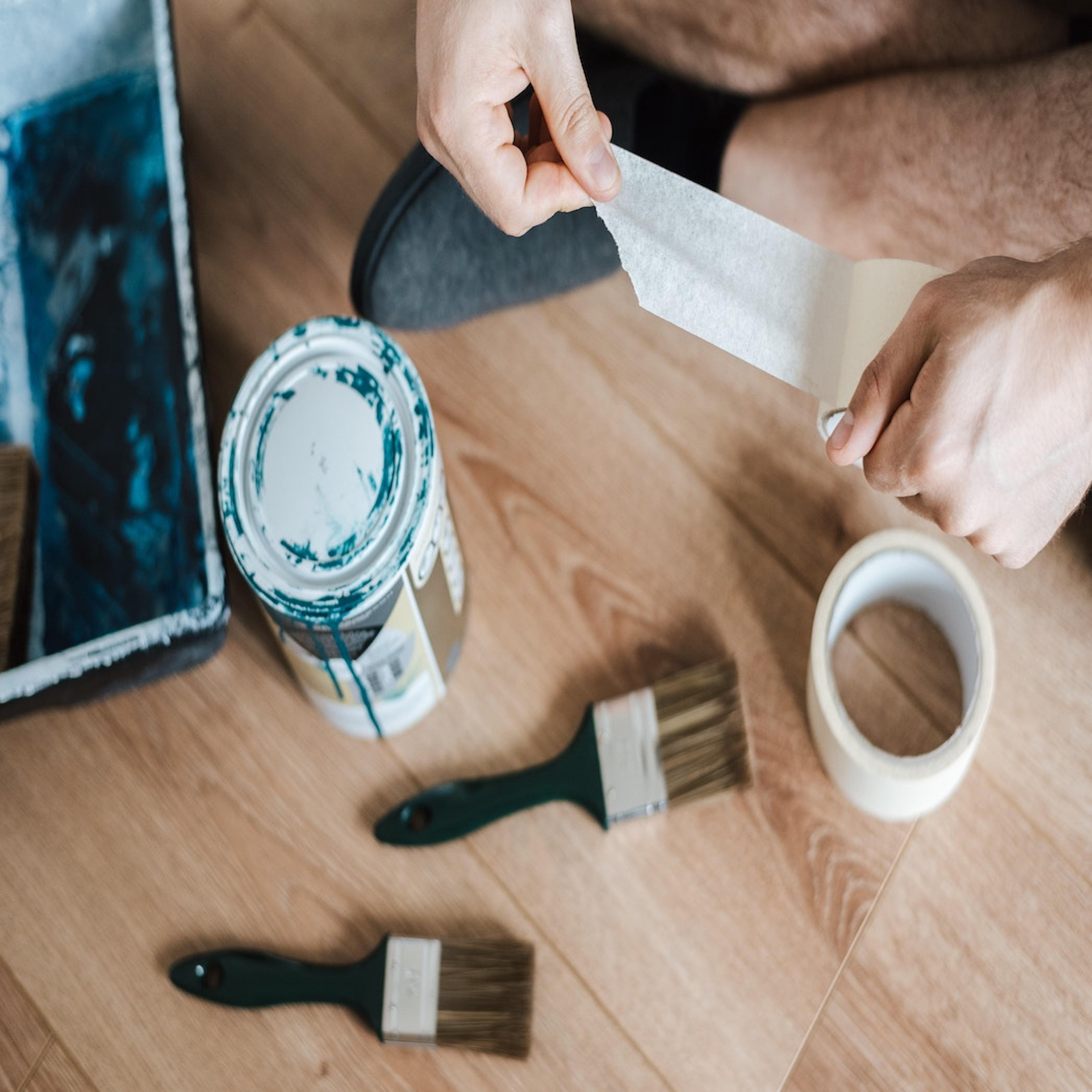 travaux avec peinture et scotch