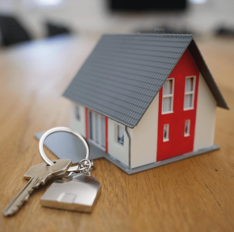 Clés avec une petite maison