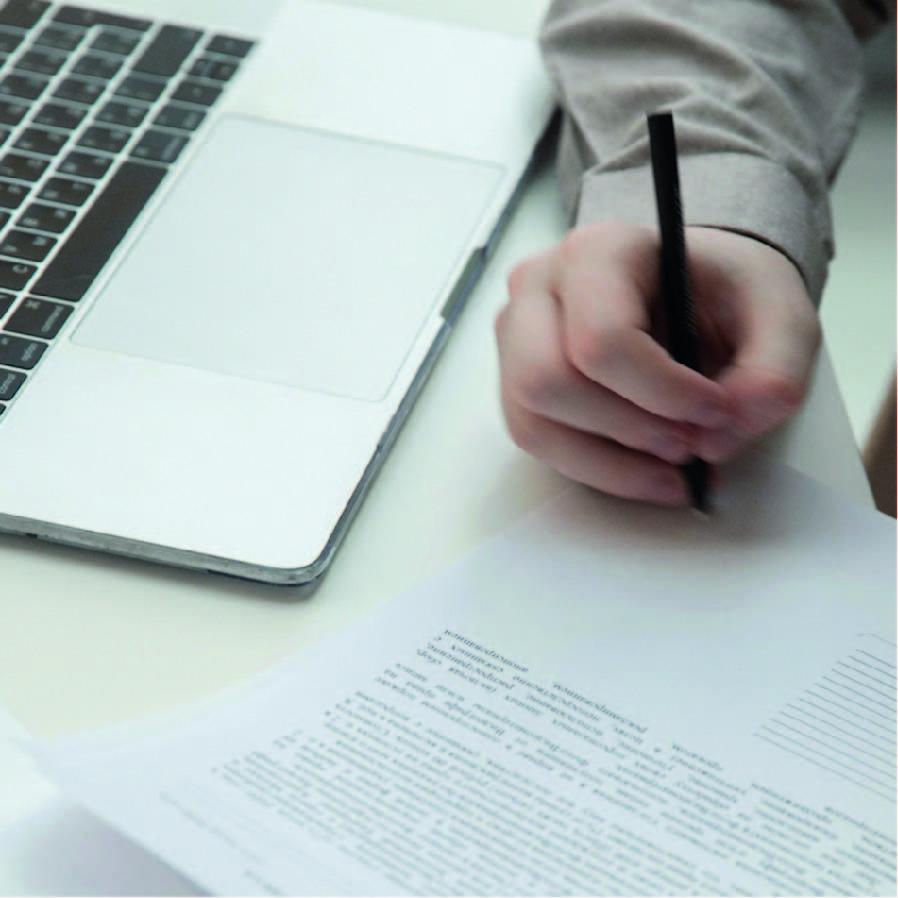 Signature sur un document en papier